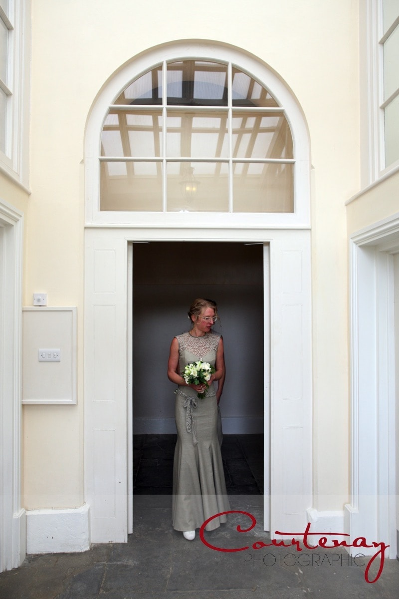 bride leaves for ceremony